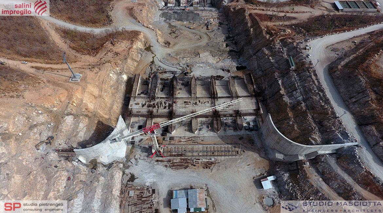 Sfioratore laterale presidiato della diga di GERDP
